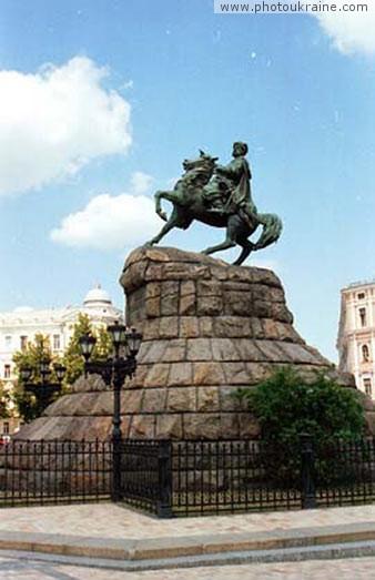 Памятник Богдану Хмельницкому Киев город Фото Украины