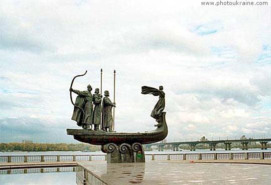 Памятник Кию, Щеку, Хориву и Лыбеди Киев город Фото Украины