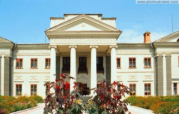 Антополь. Портик парадного фасада дворца Винницкая область Фото Украины