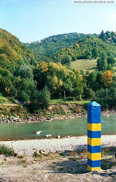 Хмелев. Пограничный столб на правом берегу Тисы Закарпатская область Фото Украины
